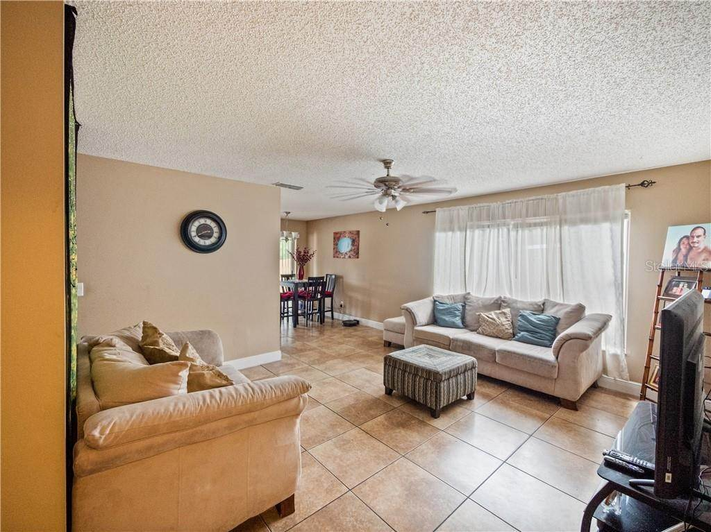 6. Single Family Homes for Sale at 11331 CARDIFF DRIVE Orlando, Florida 32837 United States