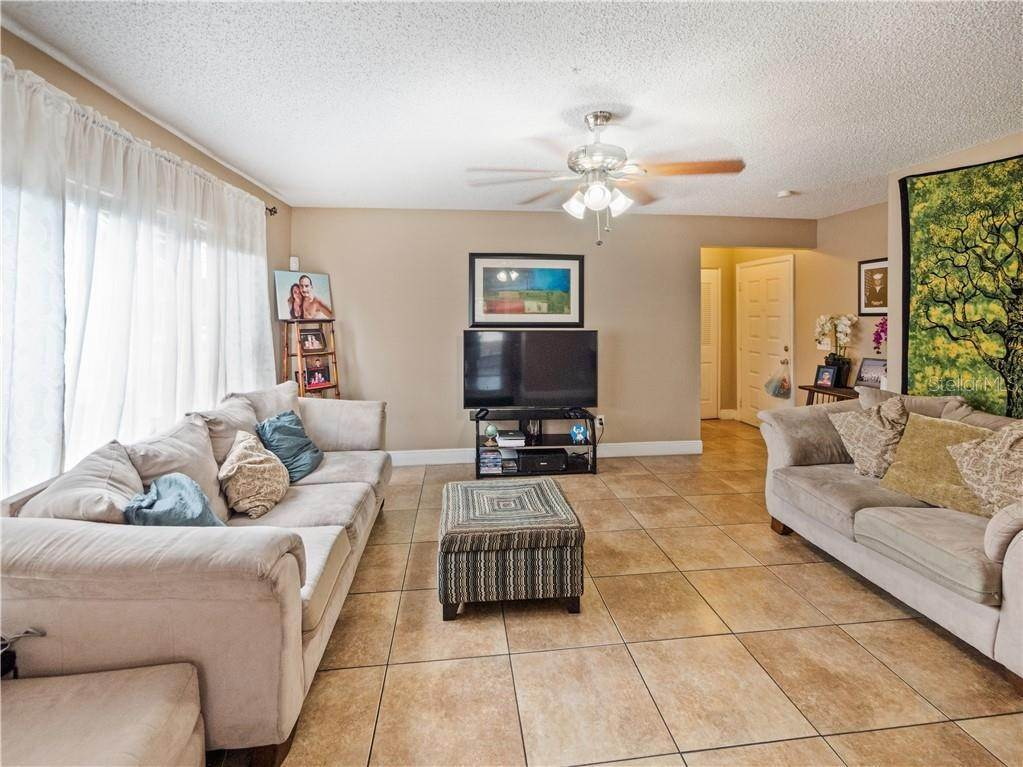 7. Single Family Homes for Sale at 11331 CARDIFF DRIVE Orlando, Florida 32837 United States
