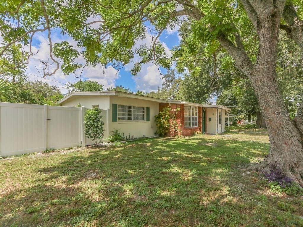2. Single Family Homes for Sale at 2318 MULBRY DRIVE Winter Park, Florida 32789 United States