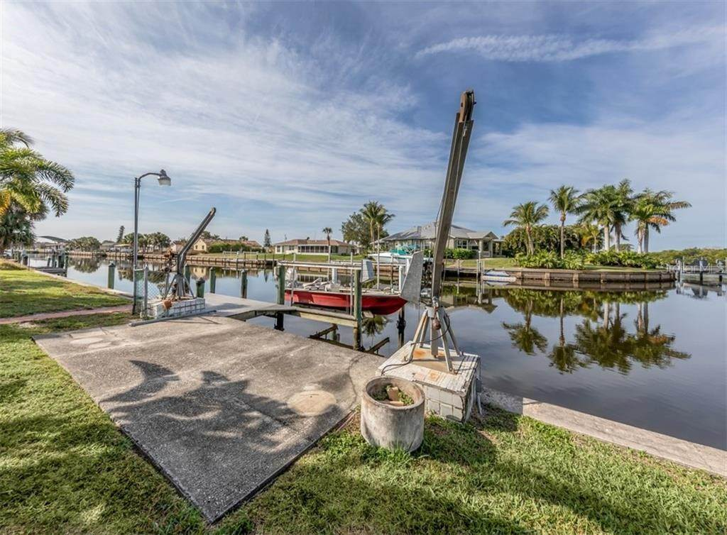 5. Single Family Homes for Sale at 21073 EDGEWATER DRIVE Port Charlotte, Florida 33952 United States