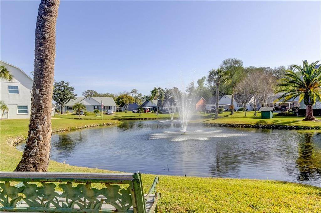 19. Condominiums for Sale at 6039 ELMHURST DR 6A New Port Richey, Florida 34653 United States