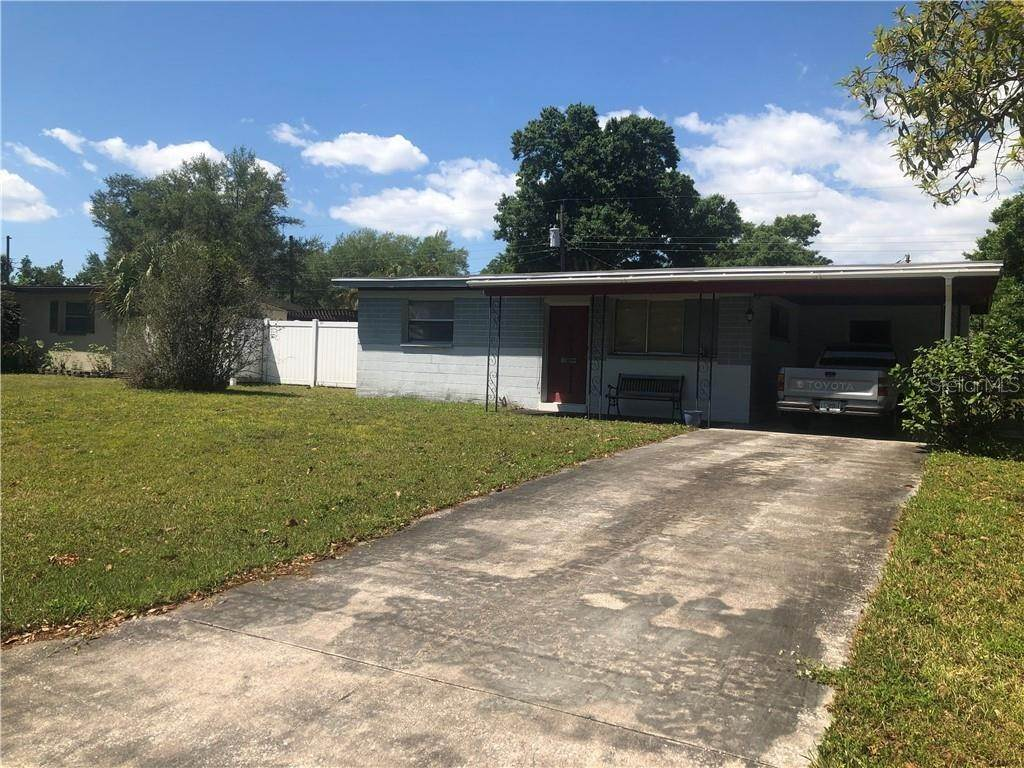 16. Single Family Homes for Sale at 5600 PERSHING STREET NE St. Petersburg, Florida 33703 United States