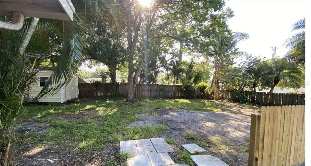 11. Single Family Homes for Sale at 2111 21ST STREET W Bradenton, Florida 34205 United States