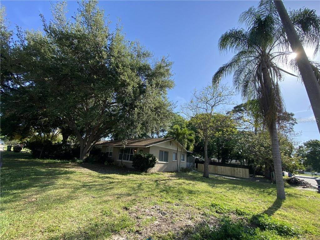 12. Single Family Homes for Sale at 2111 21ST STREET W Bradenton, Florida 34205 United States