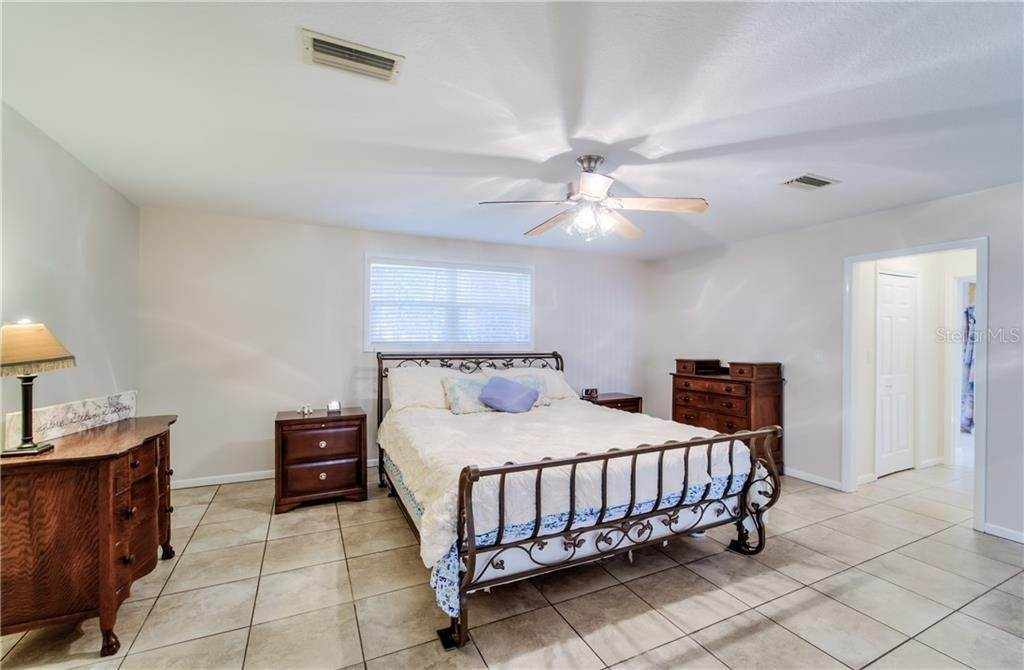 20. Single Family Homes for Sale at 27228 RAVENS BROOK ROAD Wesley Chapel, Florida 33544 United States