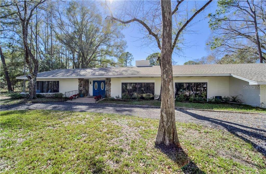 7. Single Family Homes for Sale at 27228 RAVENS BROOK ROAD Wesley Chapel, Florida 33544 United States