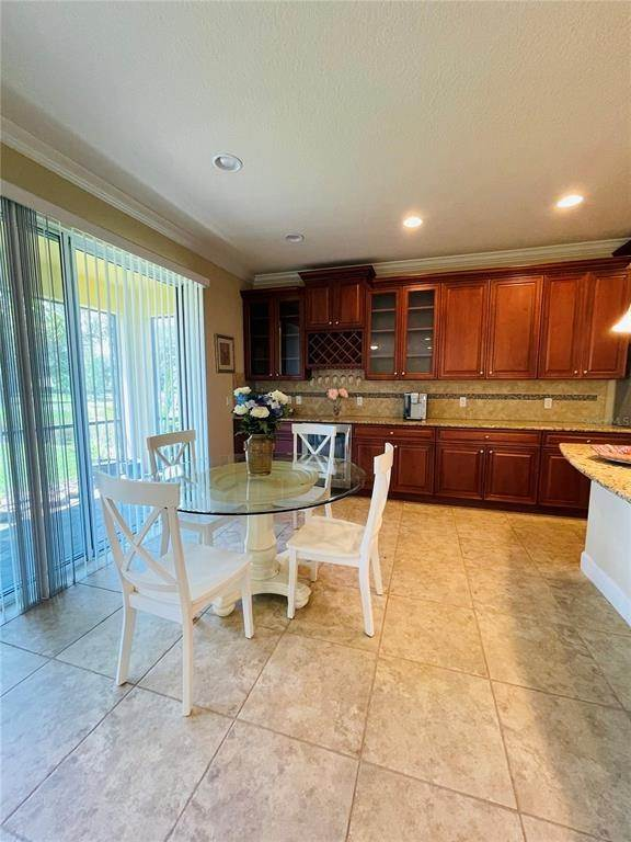 8. Single Family Homes for Sale at 11902 XENIA LANE Orlando, Florida 32827 United States
