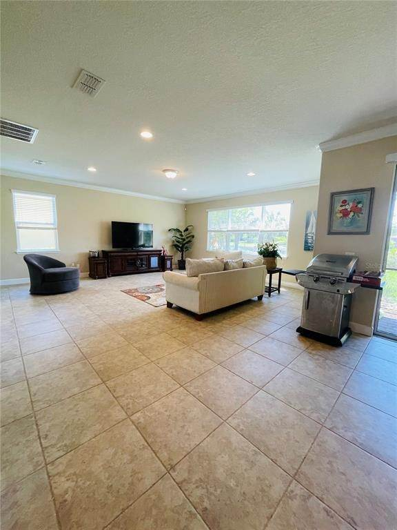9. Single Family Homes for Sale at 11902 XENIA LANE Orlando, Florida 32827 United States