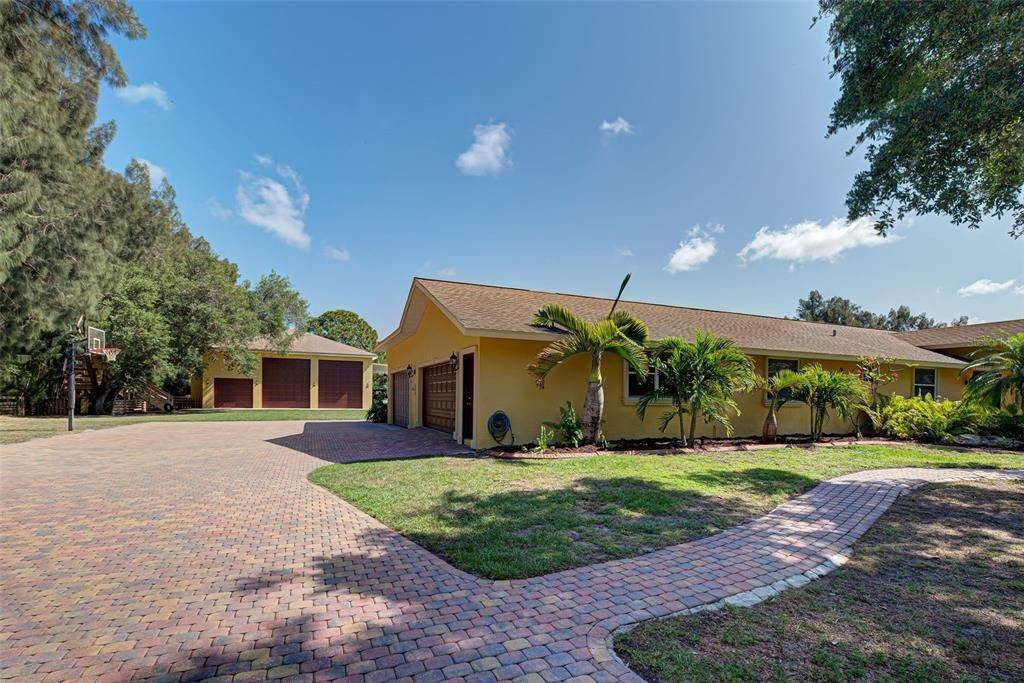 2. Single Family Homes for Sale at 6217 GOLDFINCH STREET Sarasota, Florida 34241 United States