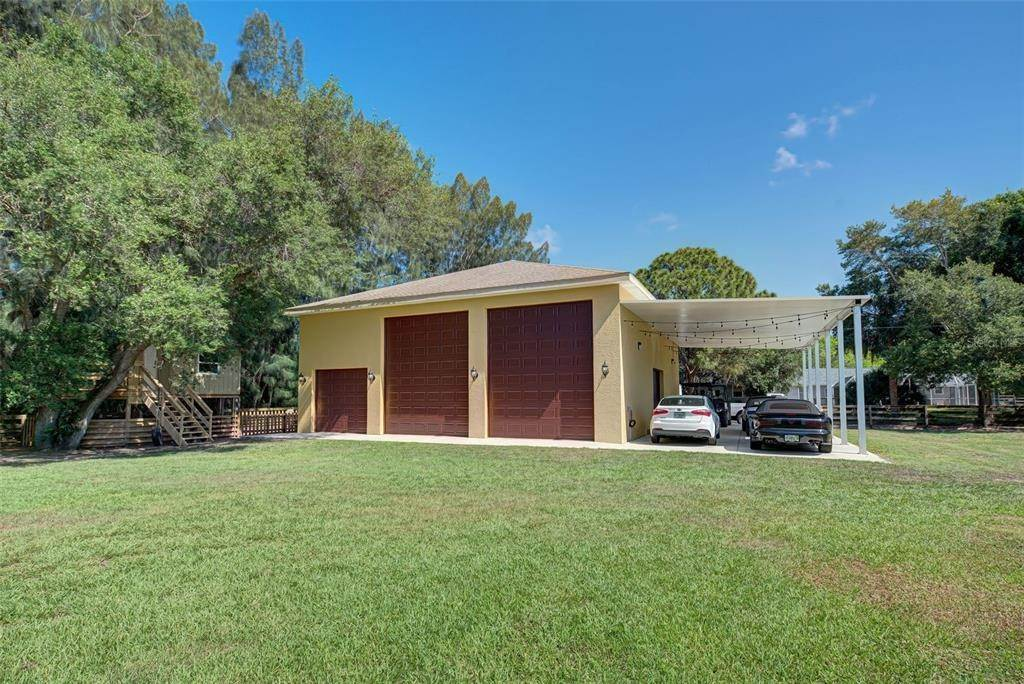 3. Single Family Homes for Sale at 6217 GOLDFINCH STREET Sarasota, Florida 34241 United States