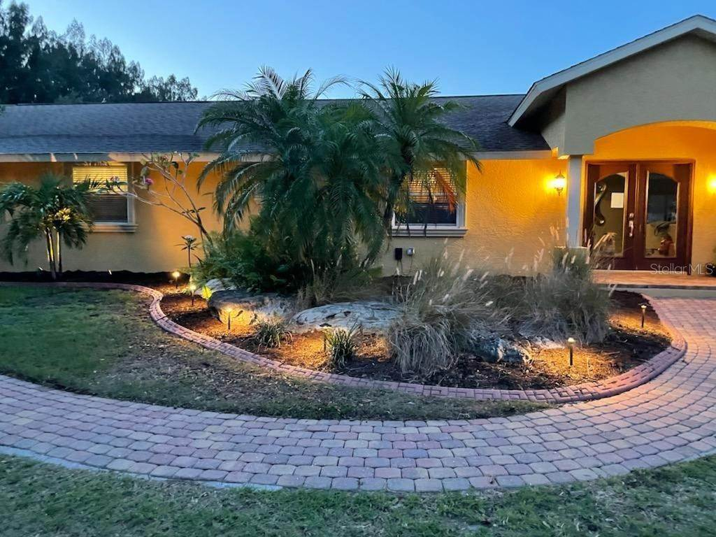 5. Single Family Homes for Sale at 6217 GOLDFINCH STREET Sarasota, Florida 34241 United States