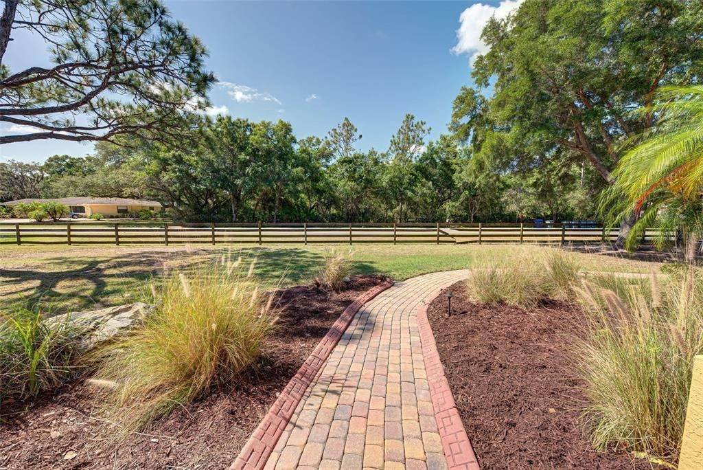 7. Single Family Homes for Sale at 6217 GOLDFINCH STREET Sarasota, Florida 34241 United States