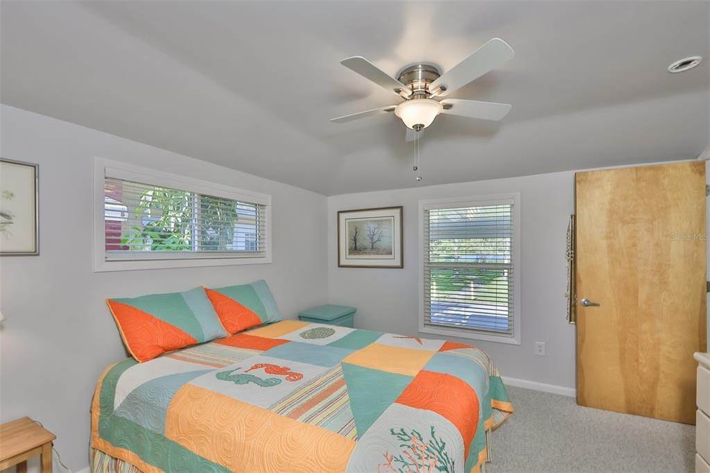 17. Single Family Homes for Sale at 33 SEMINOLE DRIVE Bradenton, Florida 34208 United States