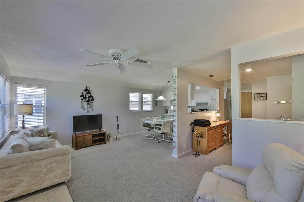 5. Single Family Homes for Sale at 33 SEMINOLE DRIVE Bradenton, Florida 34208 United States