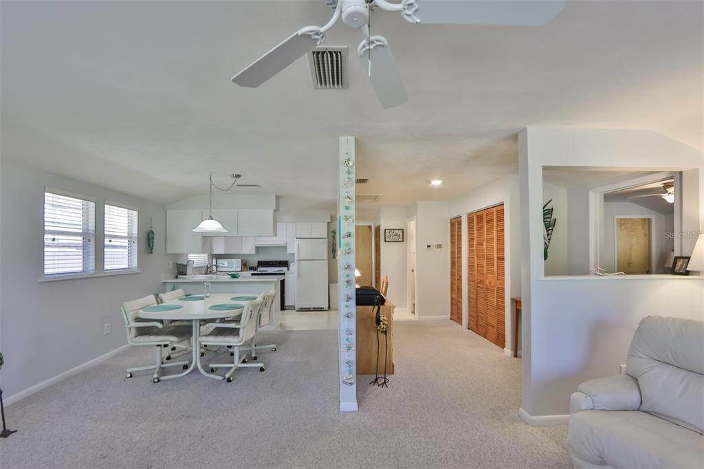 7. Single Family Homes for Sale at 33 SEMINOLE DRIVE Bradenton, Florida 34208 United States