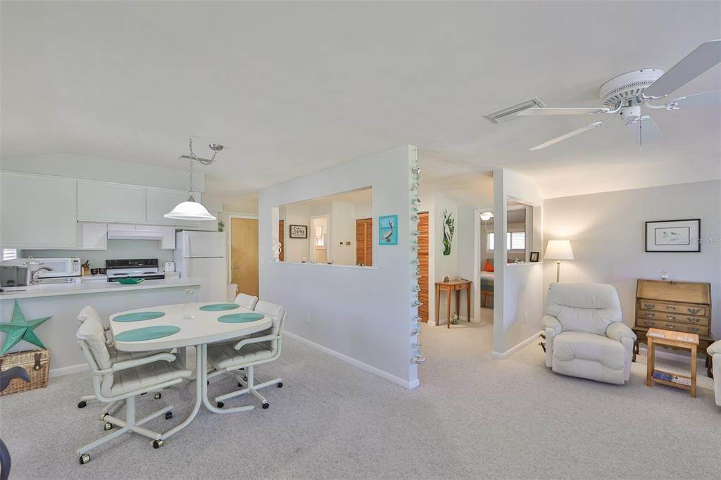 9. Single Family Homes for Sale at 33 SEMINOLE DRIVE Bradenton, Florida 34208 United States