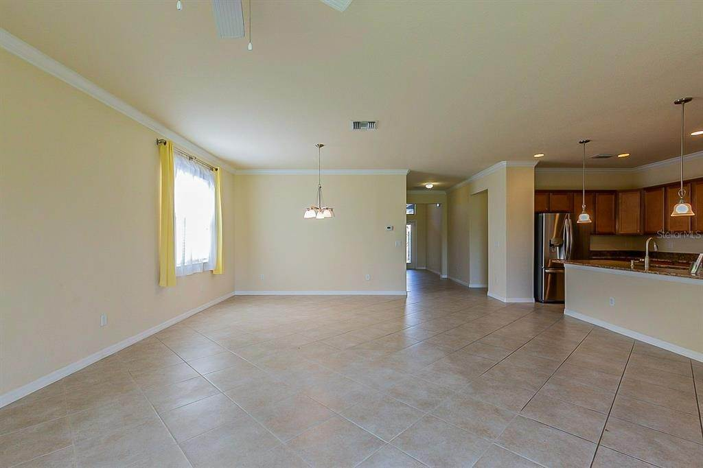 11. Single Family Homes for Sale at 7006 QUIET CREEK DRIVE Bradenton, Florida 34212 United States