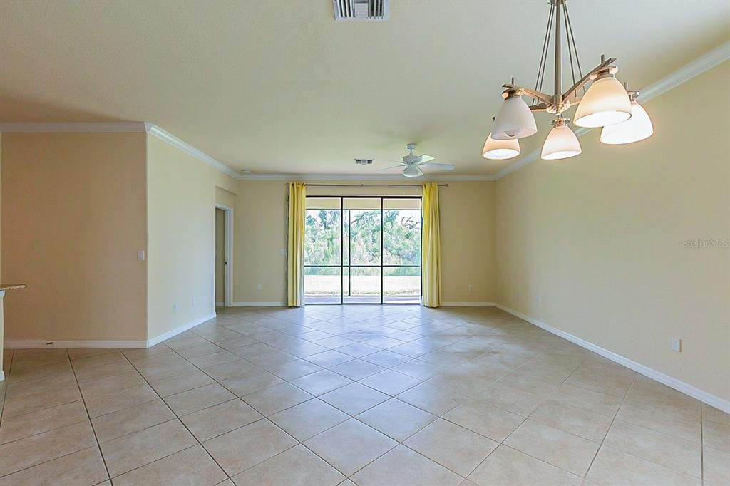 5. Single Family Homes for Sale at 7006 QUIET CREEK DRIVE Bradenton, Florida 34212 United States