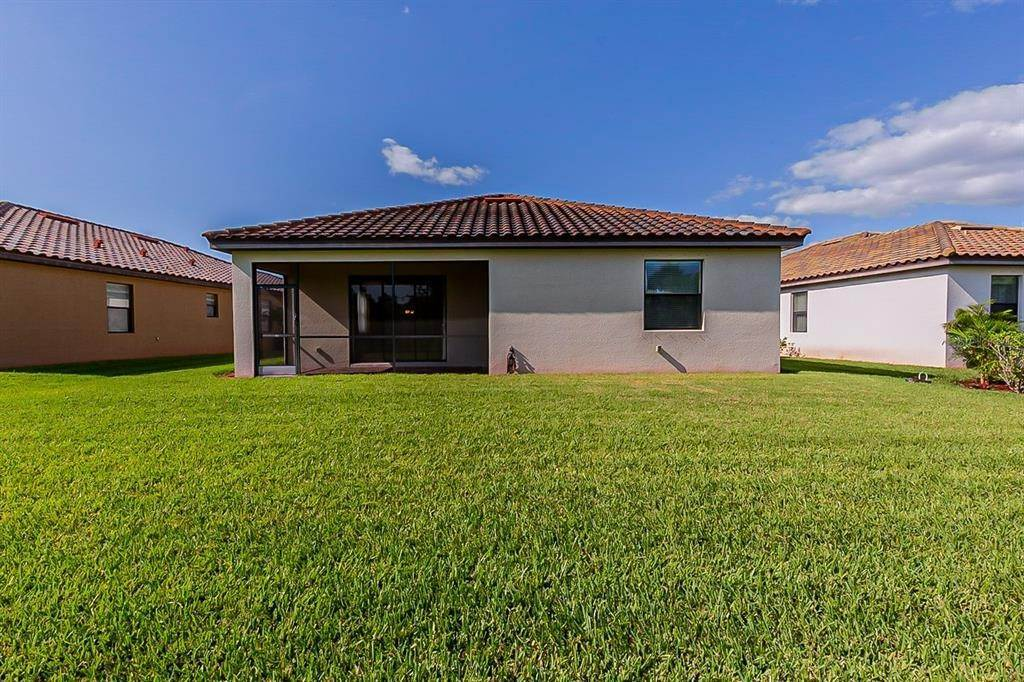 7. Single Family Homes for Sale at 7006 QUIET CREEK DRIVE Bradenton, Florida 34212 United States