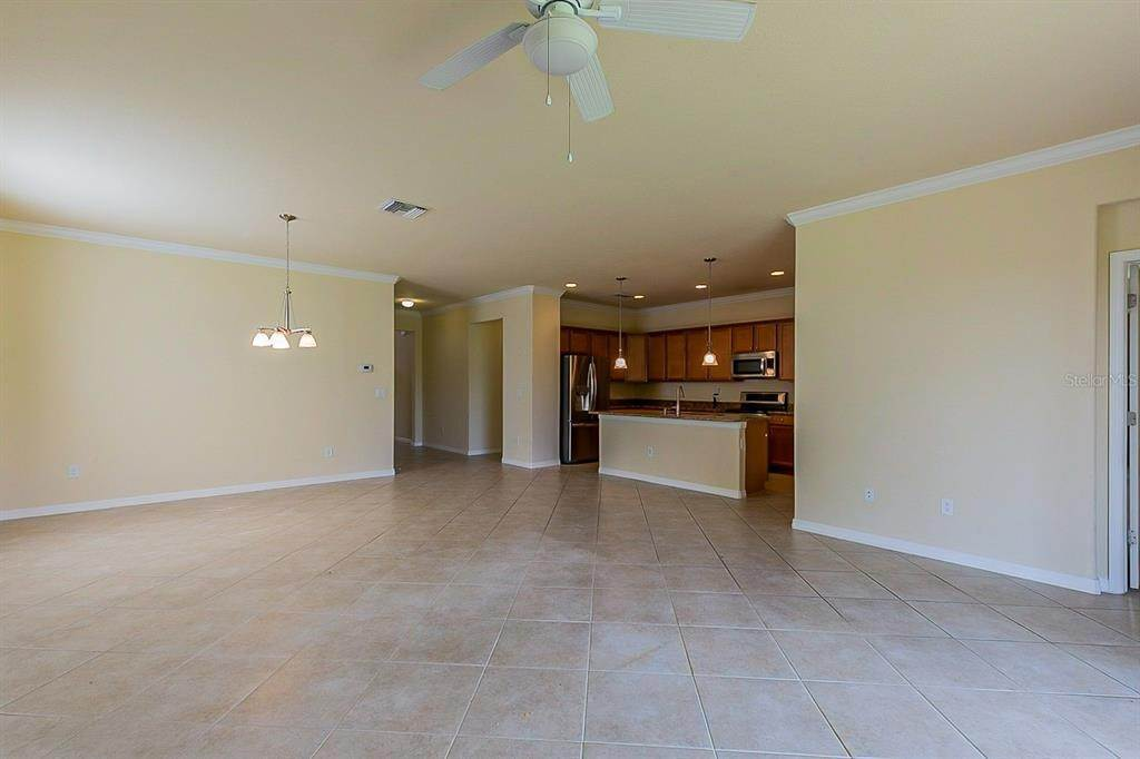 10. Single Family Homes for Sale at 7006 QUIET CREEK DRIVE Bradenton, Florida 34212 United States