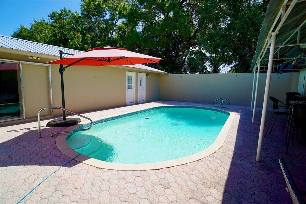 14. Single Family Homes for Sale at 3921 COLERIDGE Place Sarasota, Florida 34241 United States