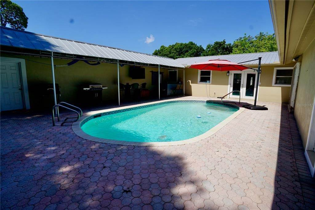 15. Single Family Homes for Sale at 3921 COLERIDGE Place Sarasota, Florida 34241 United States
