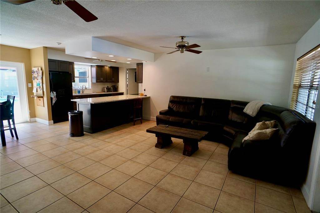 10. Single Family Homes for Sale at 3921 COLERIDGE Place Sarasota, Florida 34241 United States