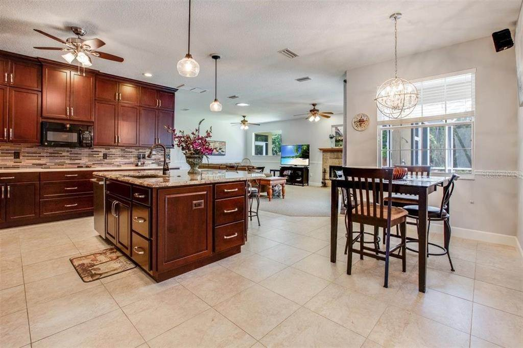 6. Single Family Homes for Sale at 6416 98TH STREET E Bradenton, Florida 34202 United States