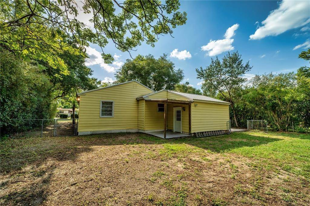 20. Single Family Homes for Sale at 2507 DELANEY AVENUE Orlando, Florida 32806 United States