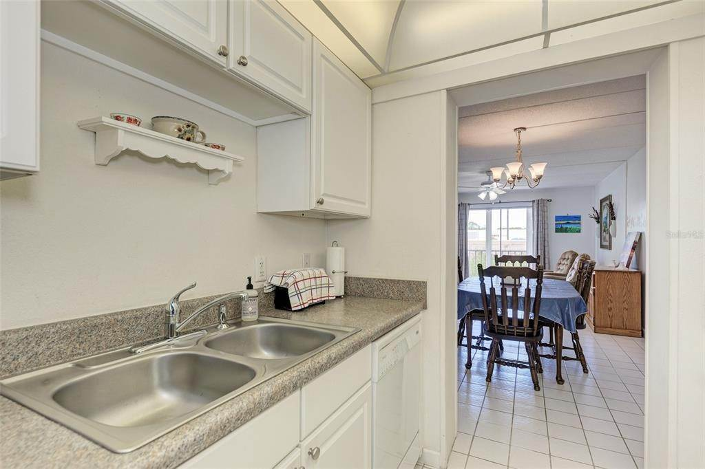 11. Condominiums for Sale at 649 TAMIAMI TRAIL S 205 Venice, Florida 34285 United States