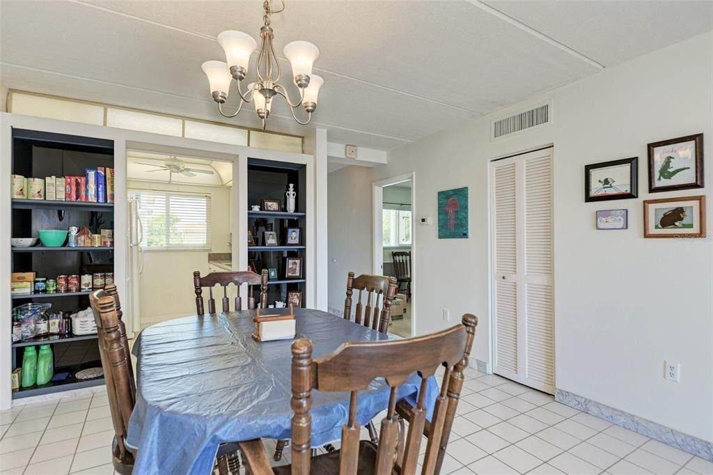 14. Condominiums for Sale at 649 TAMIAMI TRAIL S 205 Venice, Florida 34285 United States