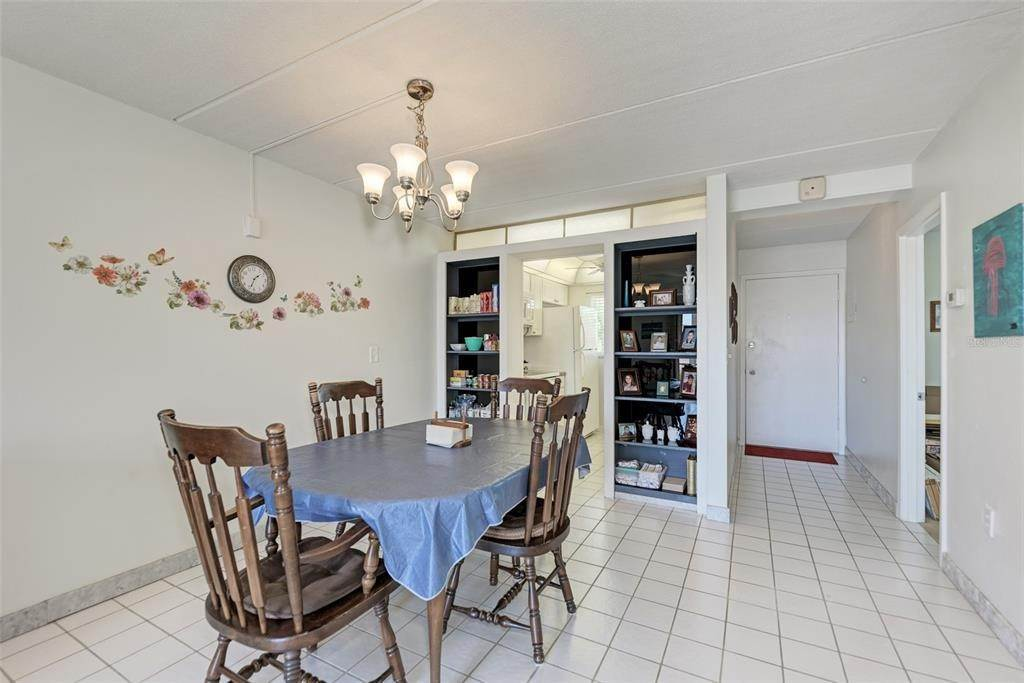 15. Condominiums for Sale at 649 TAMIAMI TRAIL S 205 Venice, Florida 34285 United States