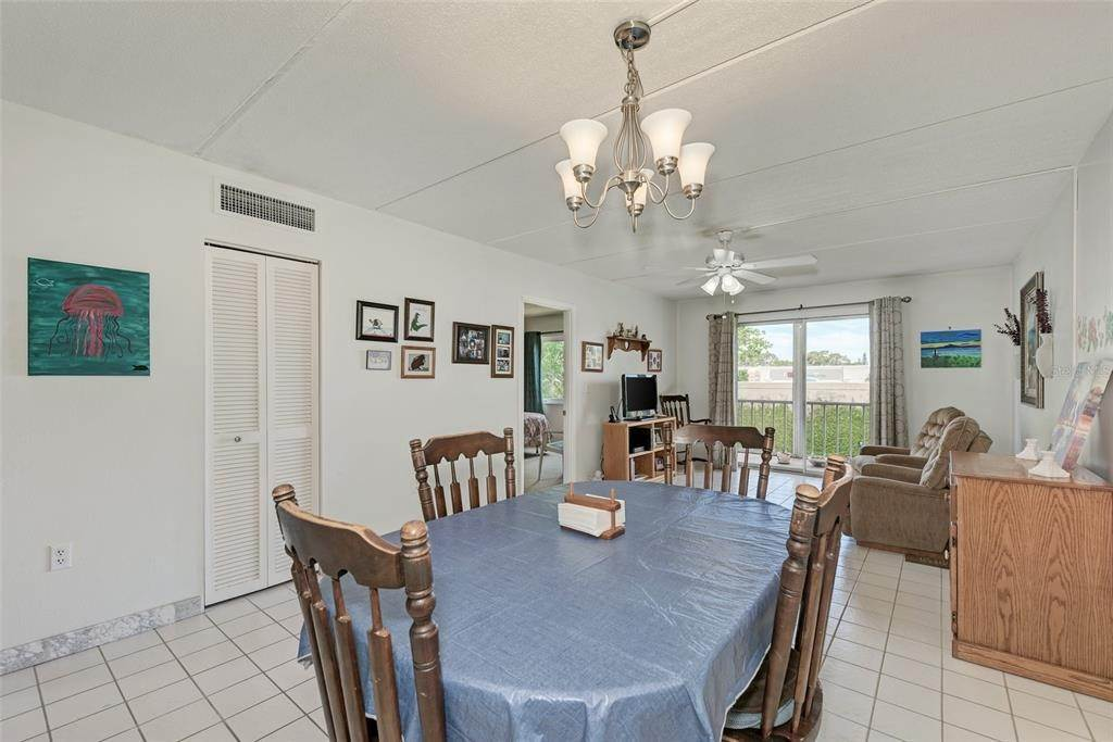 16. Condominiums for Sale at 649 TAMIAMI TRAIL S 205 Venice, Florida 34285 United States