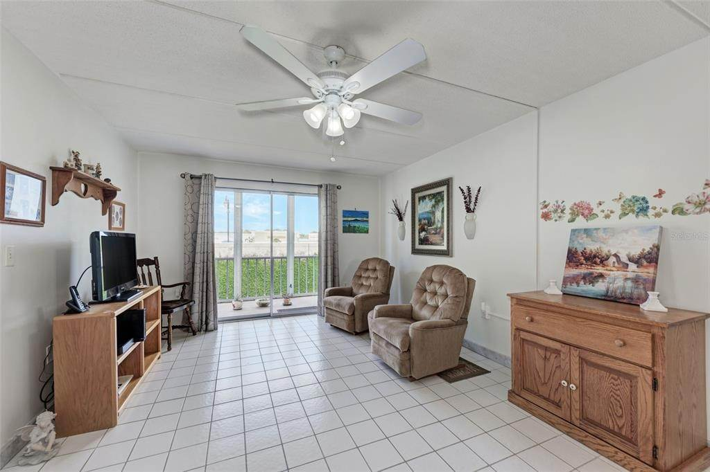 4. Condominiums for Sale at 649 TAMIAMI TRAIL S 205 Venice, Florida 34285 United States
