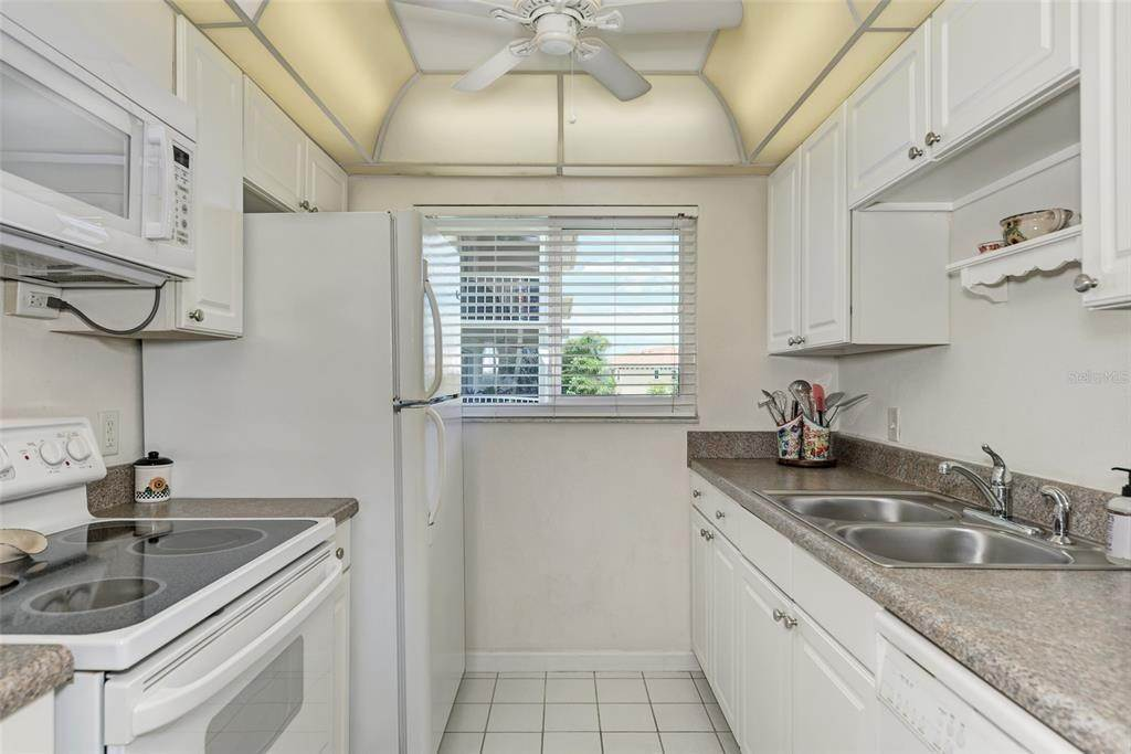 9. Condominiums for Sale at 649 TAMIAMI TRAIL S 205 Venice, Florida 34285 United States