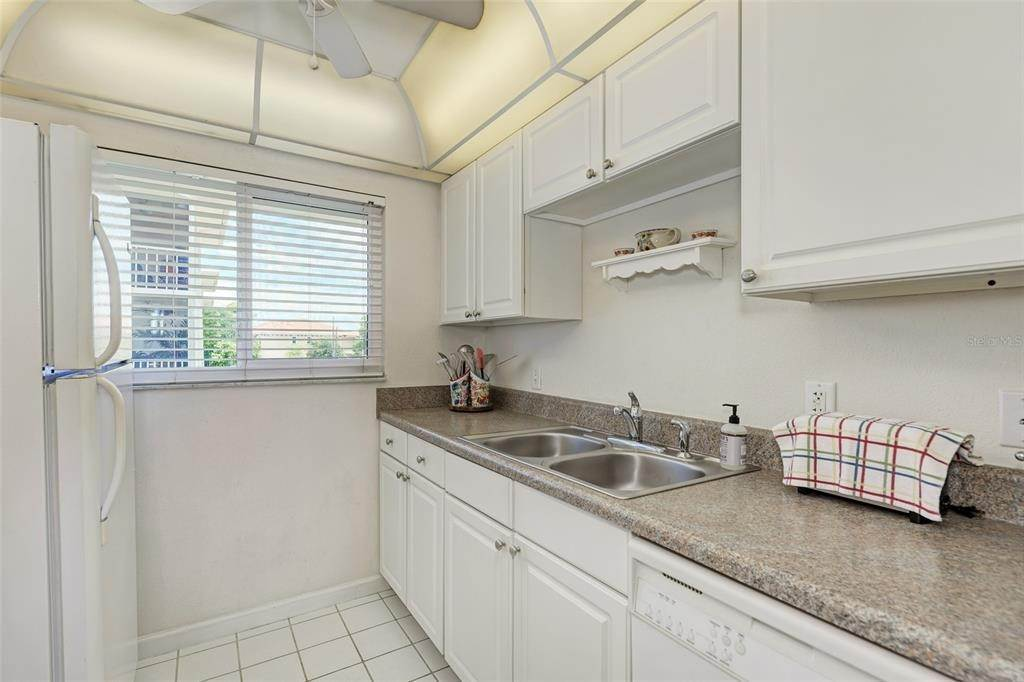10. Condominiums for Sale at 649 TAMIAMI TRAIL S 205 Venice, Florida 34285 United States