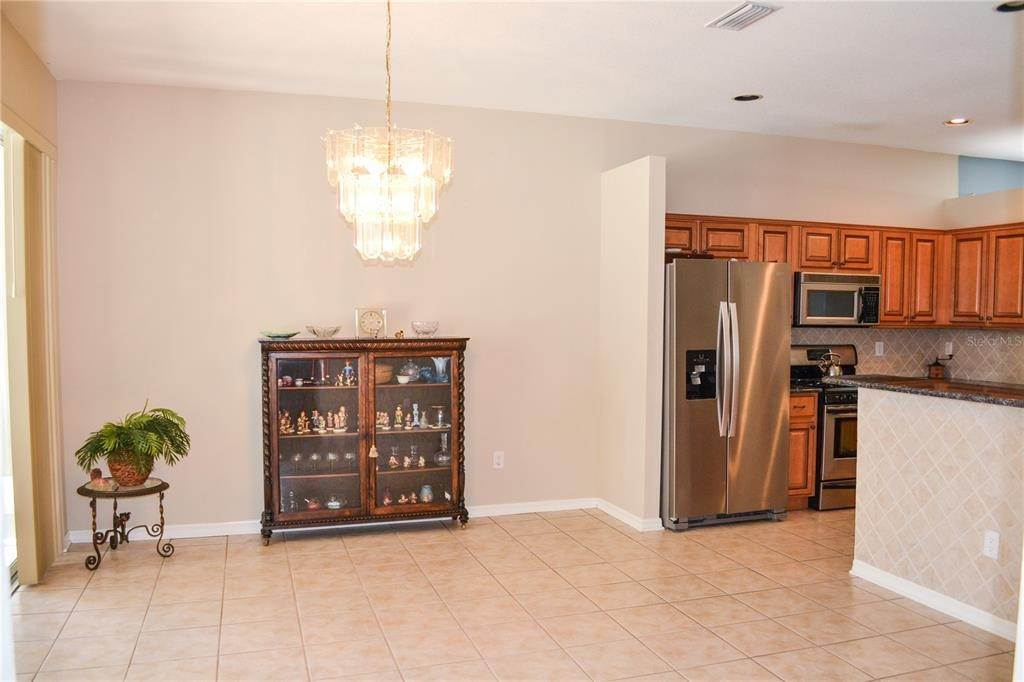 8. Single Family Homes for Sale at 10810 NEWBRIDGE DRIVE Riverview, Florida 33579 United States