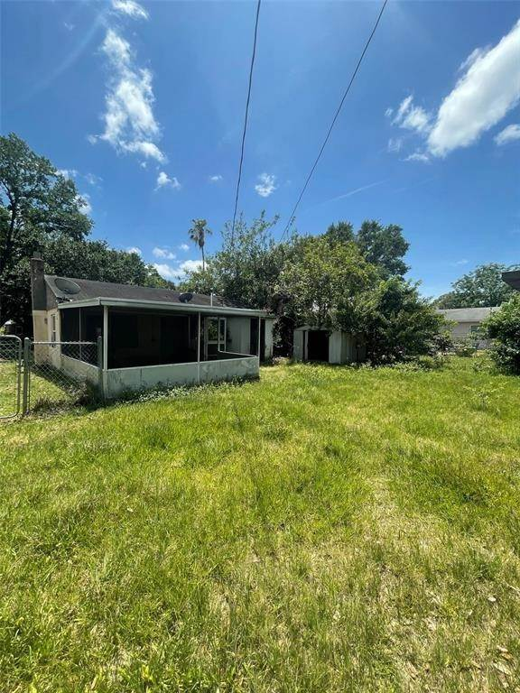 11. Single Family Homes for Sale at 1763 NEW HAMPSHIRE AVENUE NE St. Petersburg, Florida 33703 United States