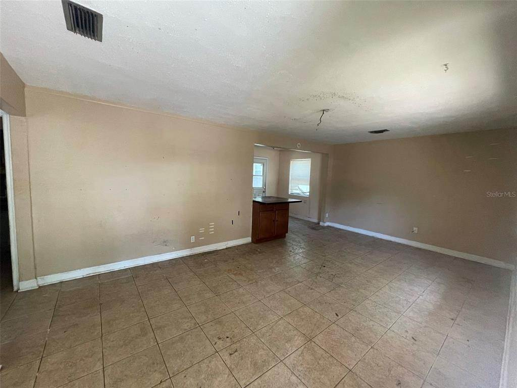 3. Single Family Homes for Sale at 1763 NEW HAMPSHIRE AVENUE NE St. Petersburg, Florida 33703 United States
