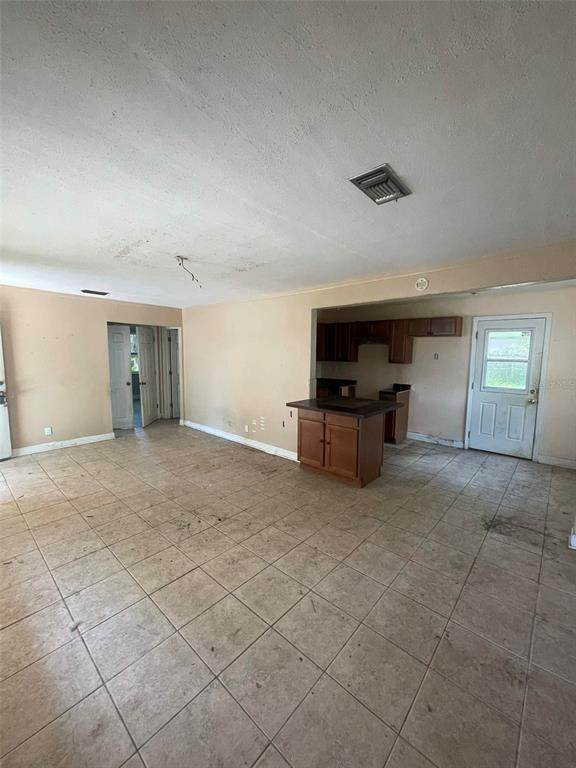 4. Single Family Homes for Sale at 1763 NEW HAMPSHIRE AVENUE NE St. Petersburg, Florida 33703 United States