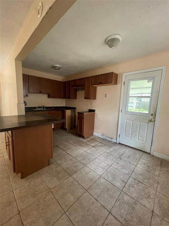 6. Single Family Homes for Sale at 1763 NEW HAMPSHIRE AVENUE NE St. Petersburg, Florida 33703 United States