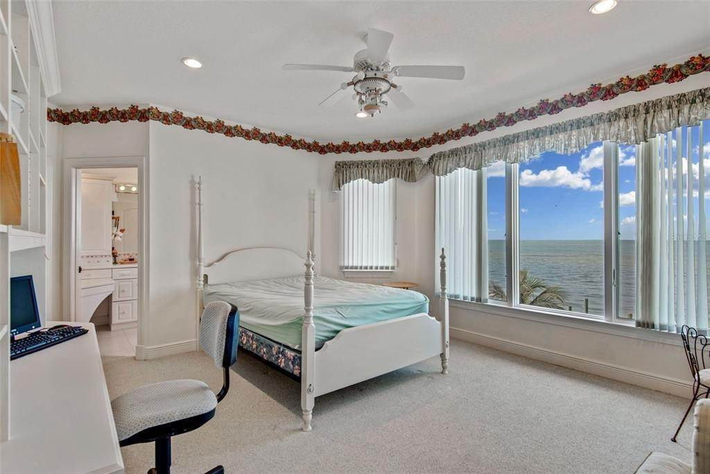 13. Single Family Homes for Sale at 699 KEY ROYALE DRIVE Holmes Beach, Florida 34217 United States
