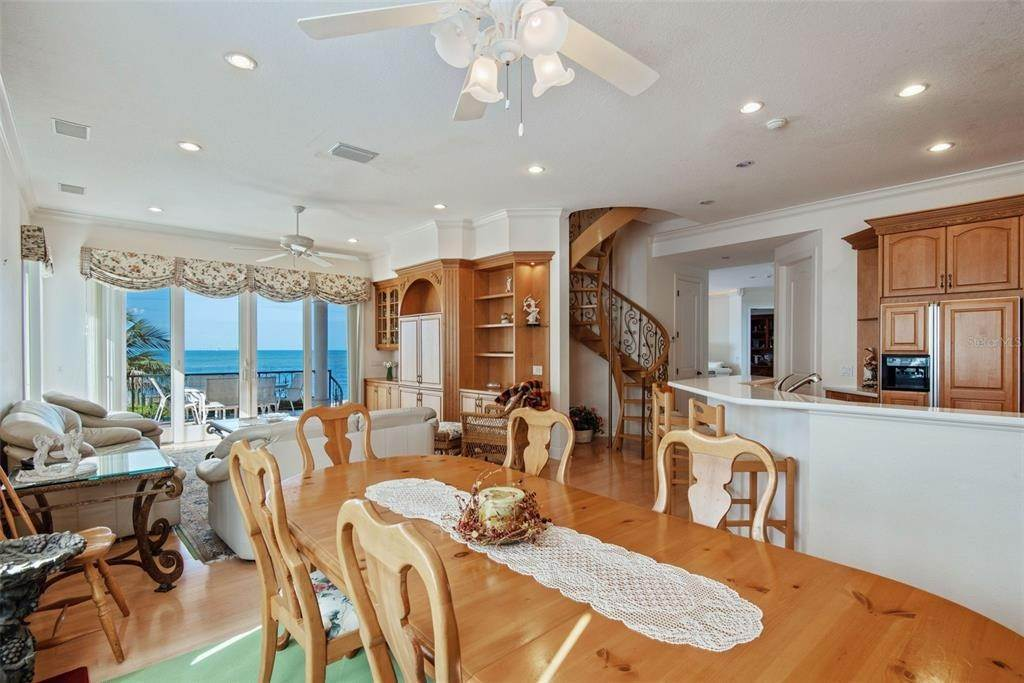 18. Single Family Homes for Sale at 699 KEY ROYALE DRIVE Holmes Beach, Florida 34217 United States