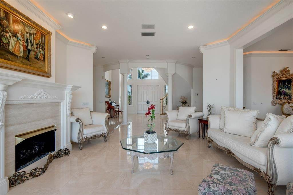8. Single Family Homes for Sale at 699 KEY ROYALE DRIVE Holmes Beach, Florida 34217 United States