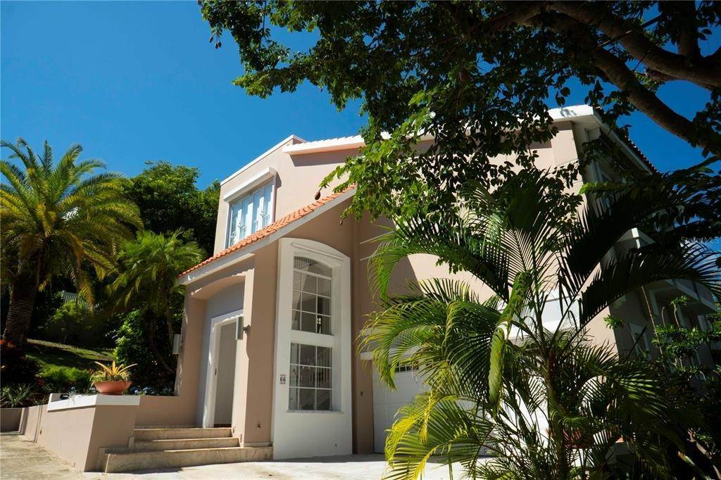Single Family Homes por un Venta en SURFSIDE Humacao, Puerto Rico 00791 Puerto Rico