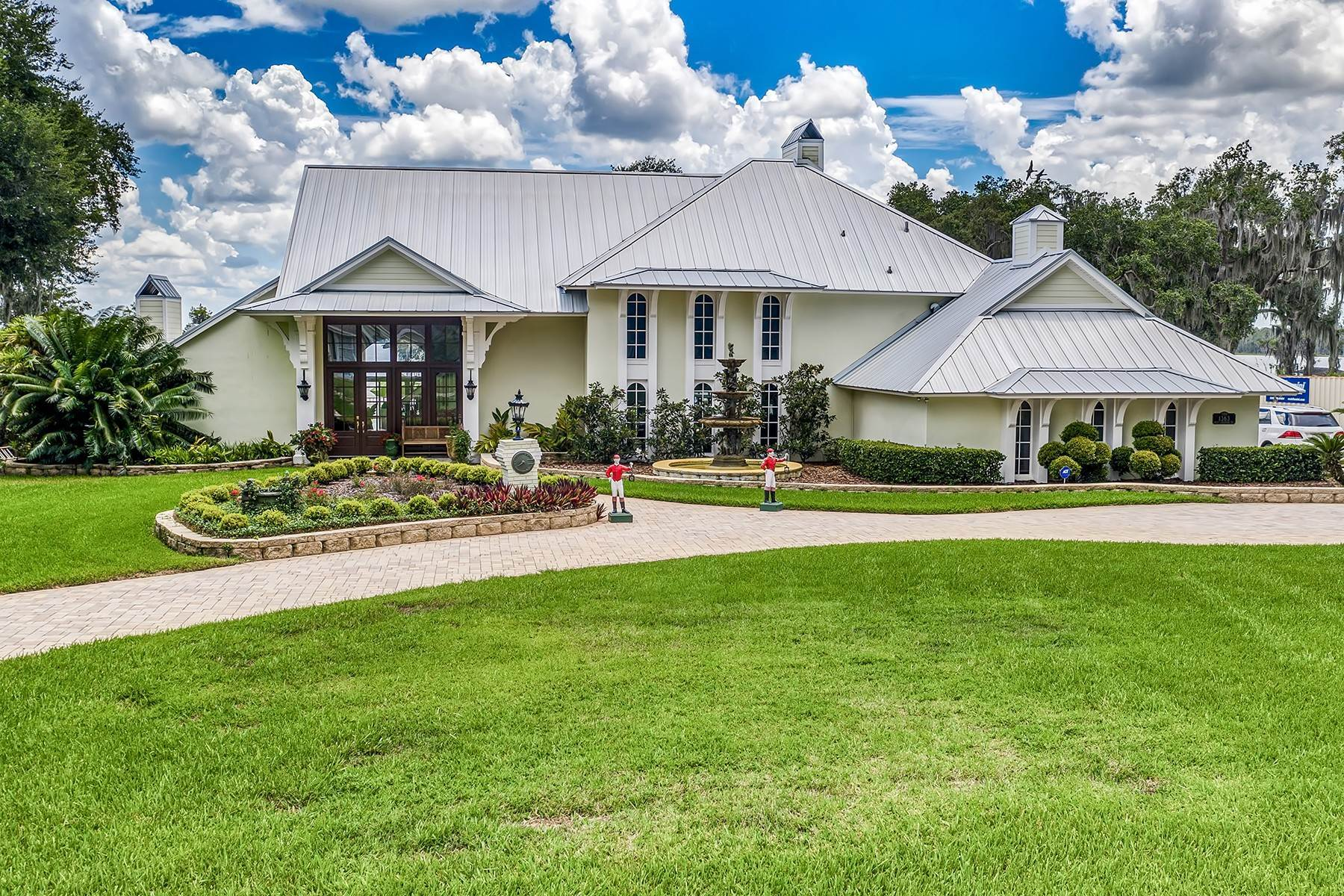 Single Family Homes 为 销售 在 ORLANDO - CLERMONT 1363 W Lakeshore Dr Clermont, 佛罗里达州 34711 美国