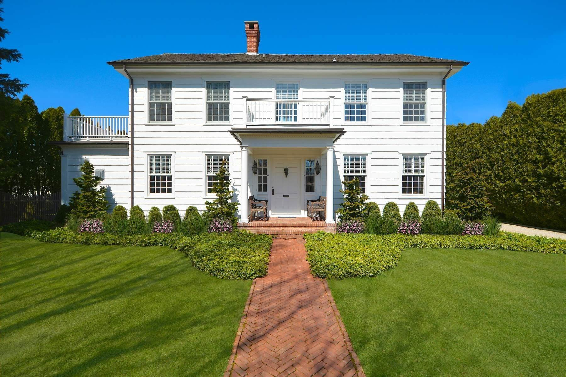 Single Family Homes en CLASSIC HERRICK ROAD HOME WITH POOL 75 Herrick Road Southampton, Nueva York 11968 Estados Unidos