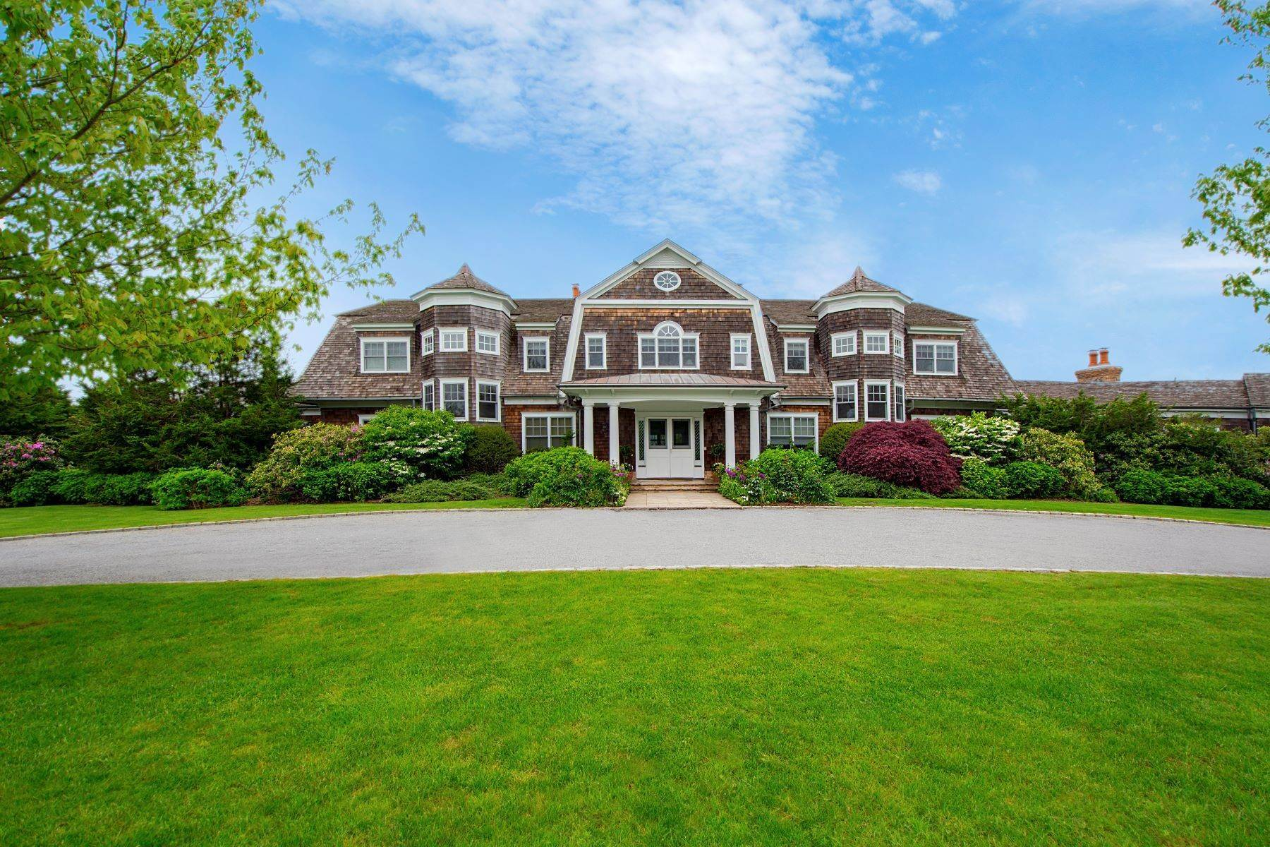 Single Family Homes en Estate Style Home on Ocean Road 704 Ocean Road Bridgehampton, Nueva York 11932 Estados Unidos