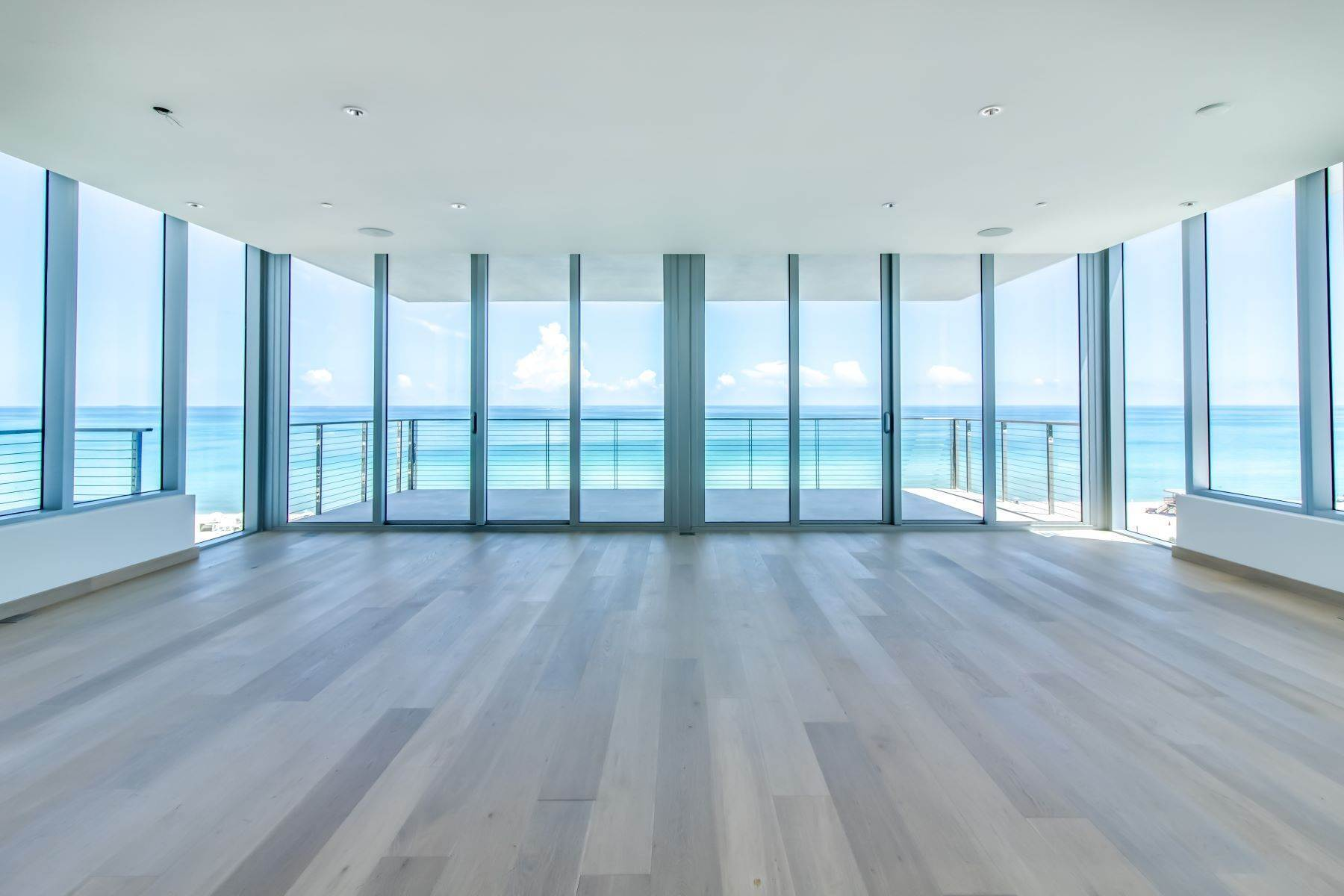 Condominiums por un Venta en 3651 Collins Ave, #700, Miami Beach, FL 3651 Collins Ave, 700 Miami Beach, Florida 33140 Estados Unidos