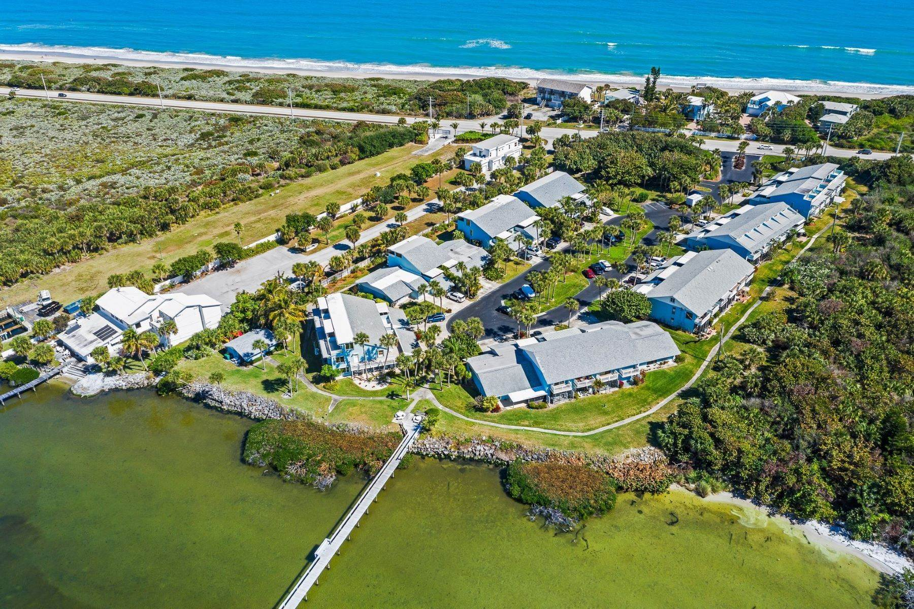 townhouses 为 销售 在 18 Cove Road, #18e, Melbourne Beach, FL 18 Cove Road, 18e 墨尔本海滩, 佛罗里达州 32951 美国